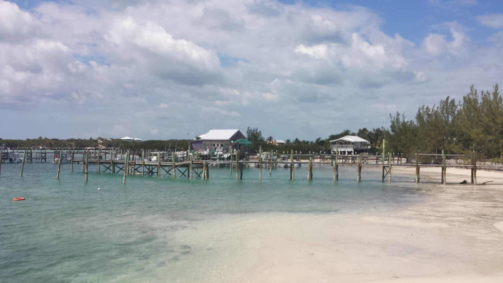 Ponton à little harbour sur Grand Abaco Island, style US