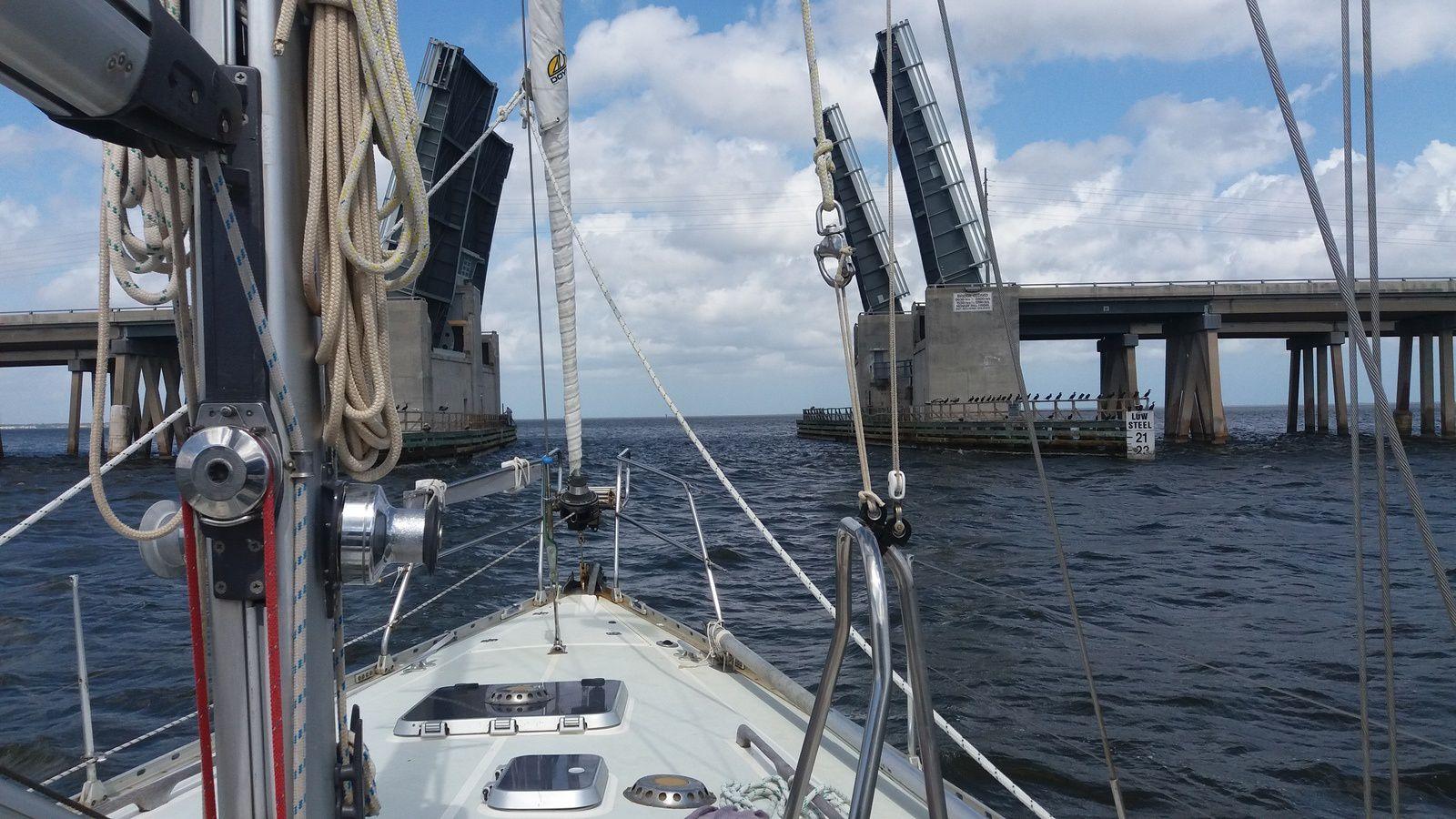 Pont sur l'ICW, ouverture demandée par VHF canal 9
