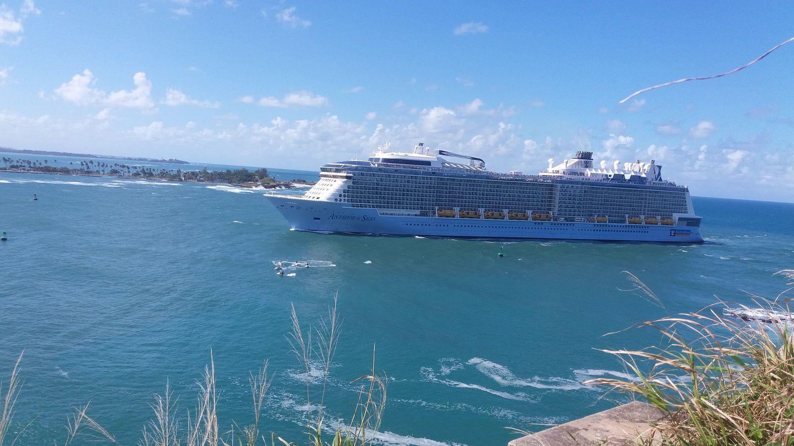 Entrée délicate pour un navire de croisière à San Juan/Puerto Rico