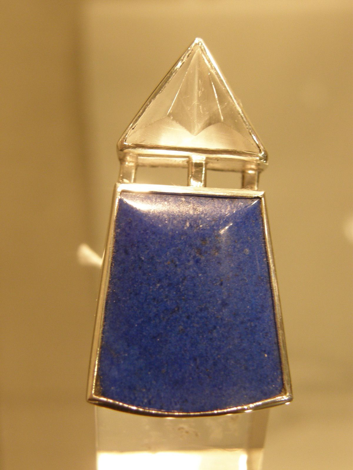 Bague en cristal de roche, lapis lazuli et argent.&#x3B; piece unique.