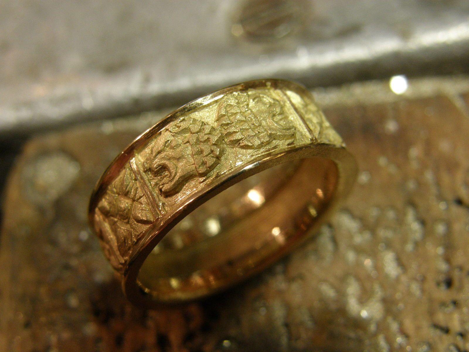 Anneau d'or coule en piece unique a la cire perdue.