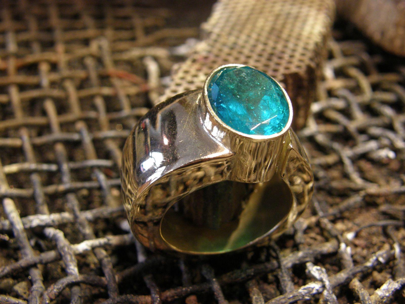 Bague spirale en or et emeraude&#x3B; faite main&#x3B; piece unique.