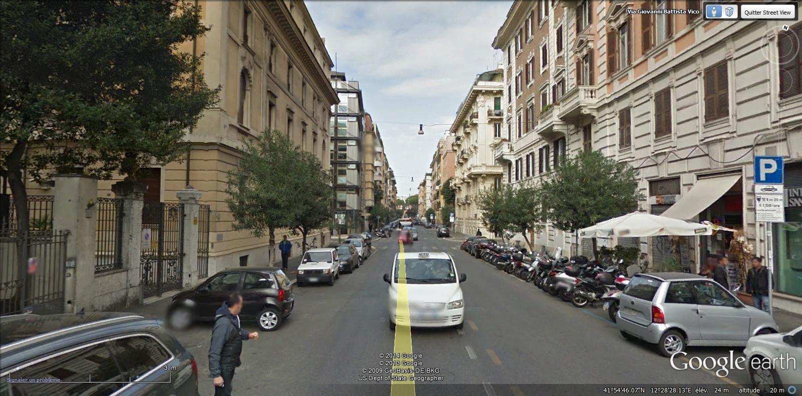 on prend la via G.Vico et ses immeubles néo baroques