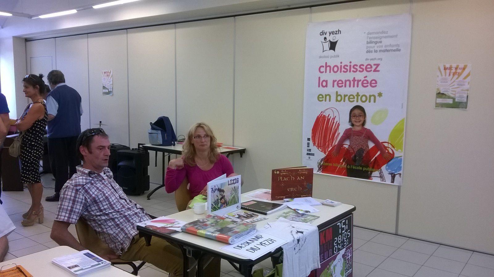 Stand Deskamp-Divyezh (Association des parents des classes bilingues du Pont-Douar Brec'h)