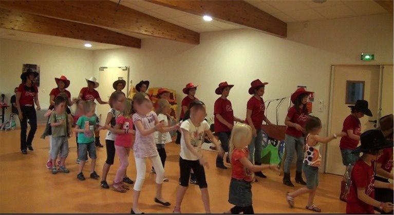 Initiation COUNTRY avec le Centre Aéré à Aubusson d'Auvergne du 20 Août 2013
