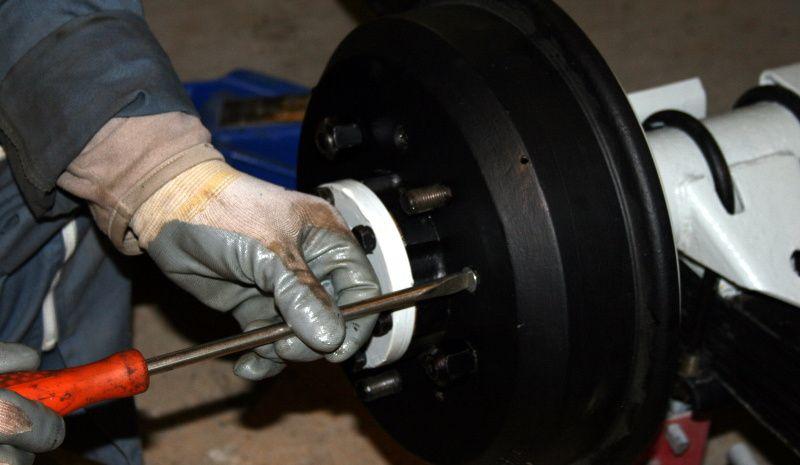 Remontage et réglage d'un moyeu de roue.