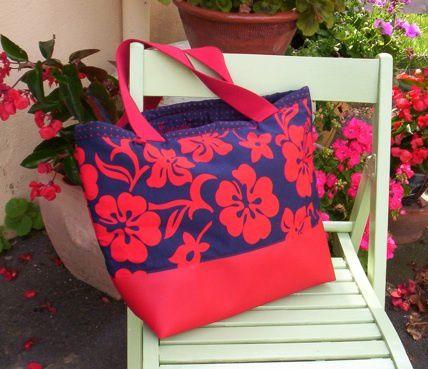 Grand sac cabas en tissu tahitien, simili cuir et toile de jute.