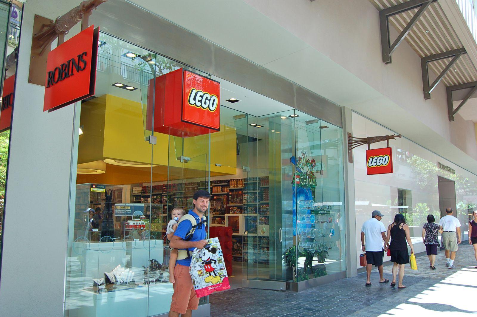 Disney Store, Lego Store et tout plein d'autres stores dans l'énooooooooooorme centre commercial Ala Moana Center