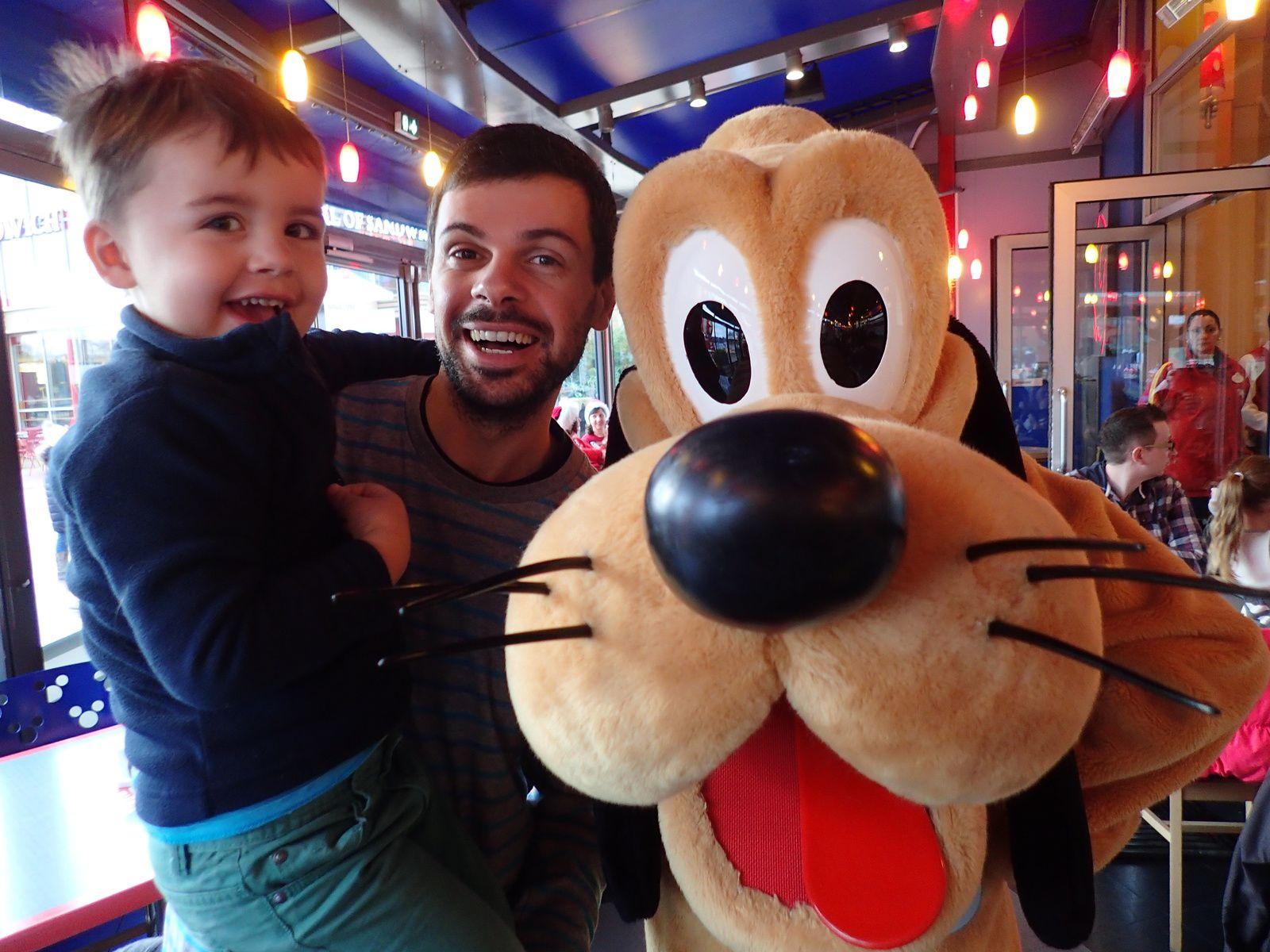 avec Plutôt, l'ami de Mickey..