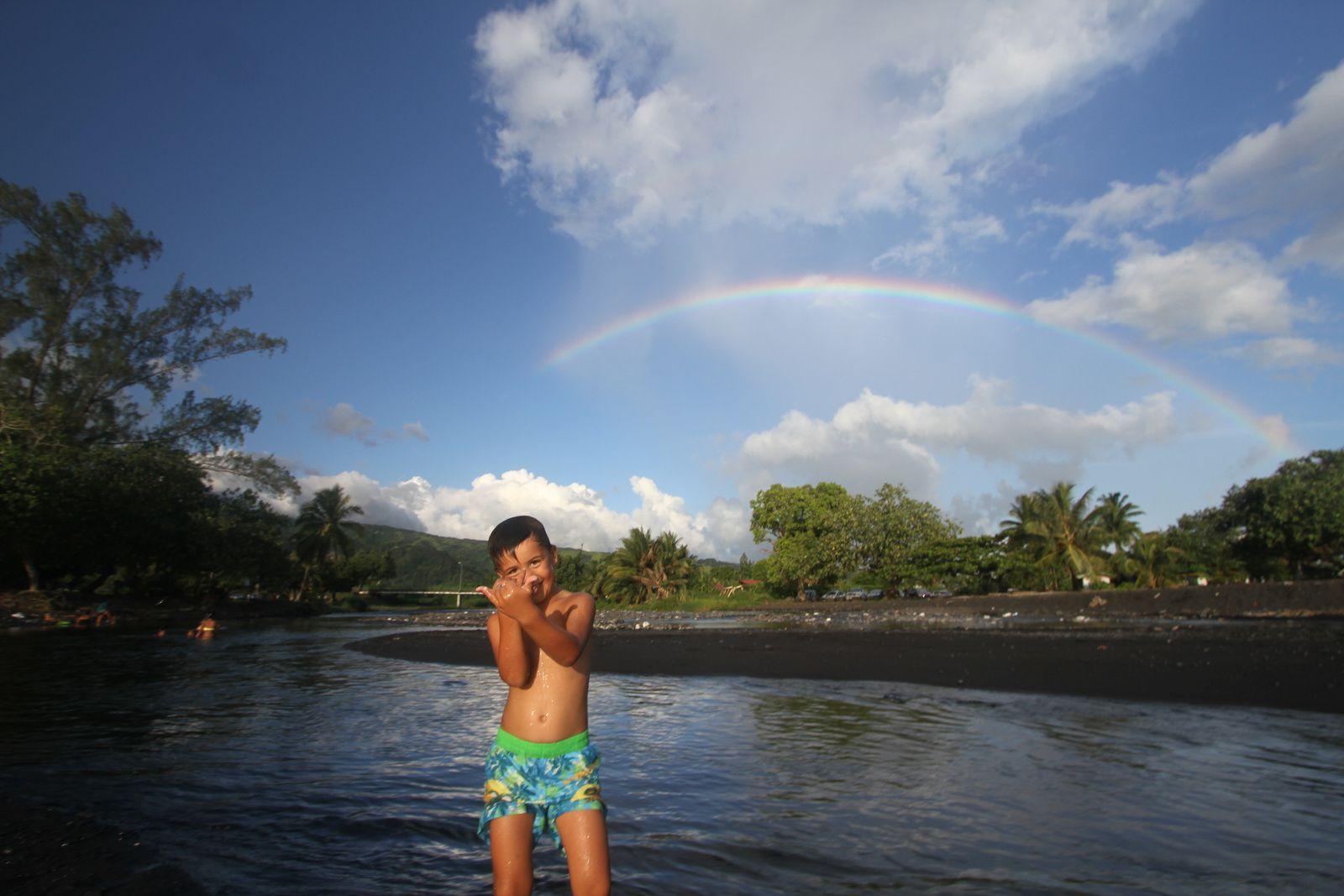 après-midi à la plage de Taharuu à Papara