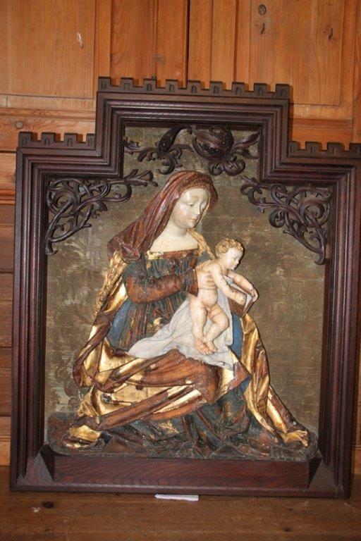 Le bas-relief de retour dans l'église (photos)