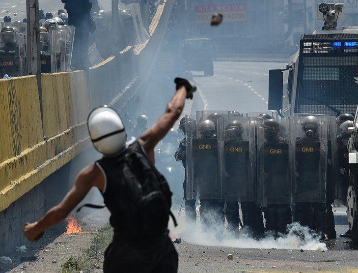 Heurts à Caracas (mai 2017 / photographie extraite du site la-croix.com)