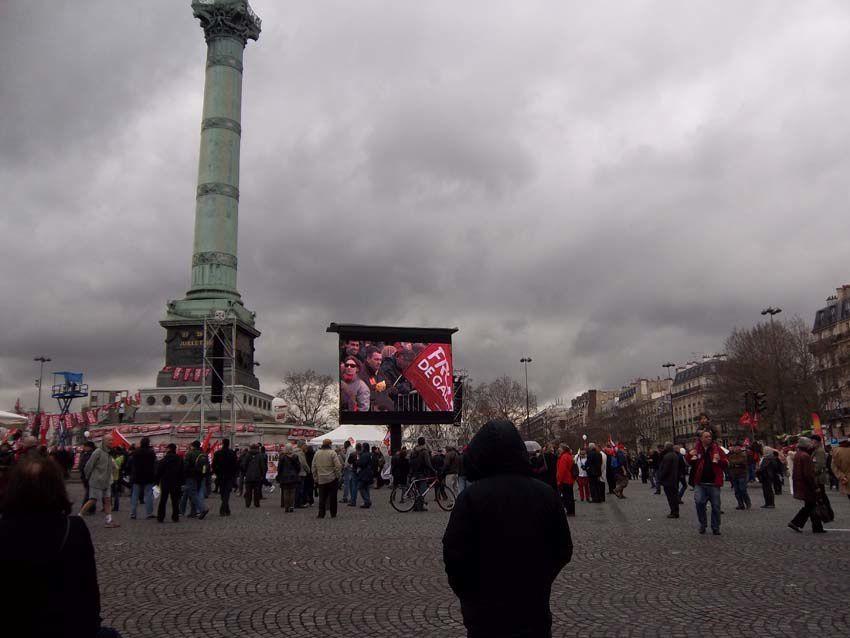 Enfin, voici la Bastille, mais nous resterons pas car le temps se couvrent et beaucoup de monde arrive. Et nous devons rentrer à Montluçon en famille.