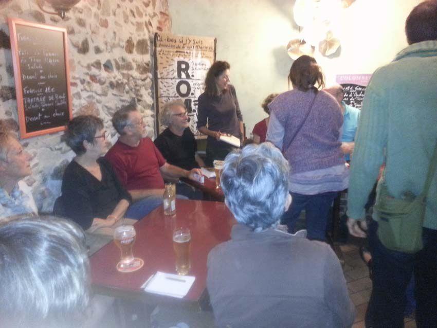 ...dans le café dela Pinte d'Etain...