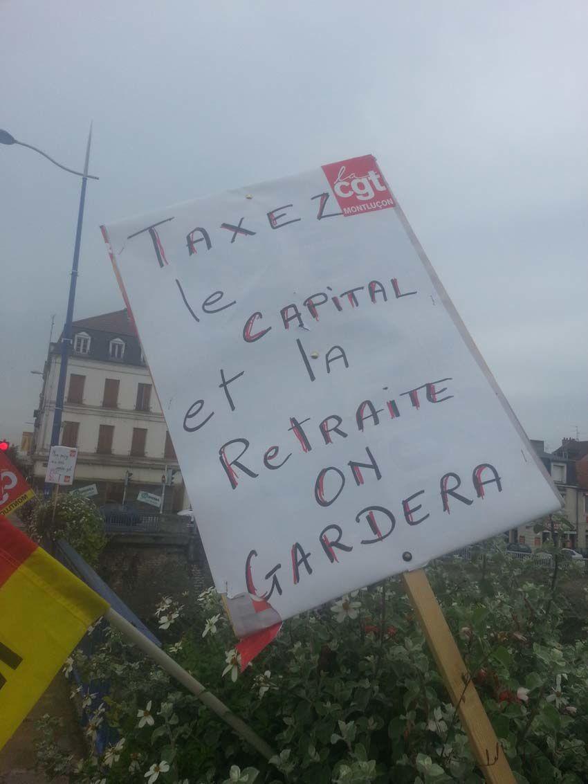 Réforme des retraites : Des manifestants bloquent le pont St Pierre