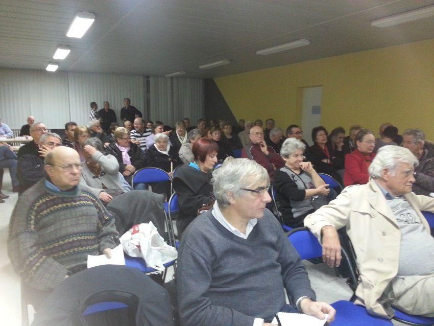 *à peu près 70 personnes étaient présentes dans la salle ce soir là.