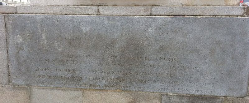l'inscription au dos du monument a pratiquement disparue