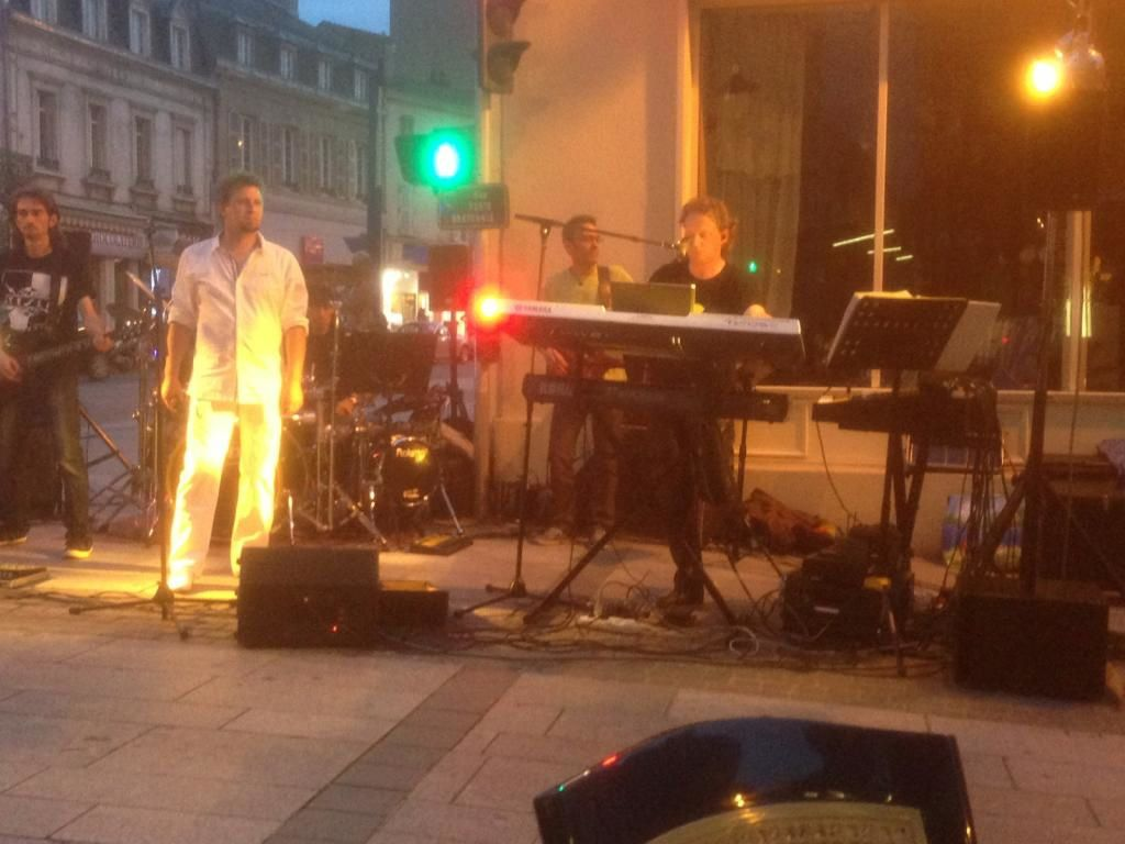 Le groupe Kyoto Rosé se produisait hier soir Place Bretonnie