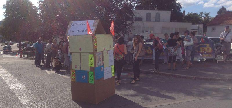 Rassemblement devant l'hôpital le 4 septembre à l'appel de FO. Photo de nos confrères de RMB.