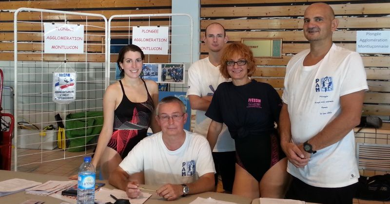 L'équipe de Plongée Agglomération Montluçon sur le stand