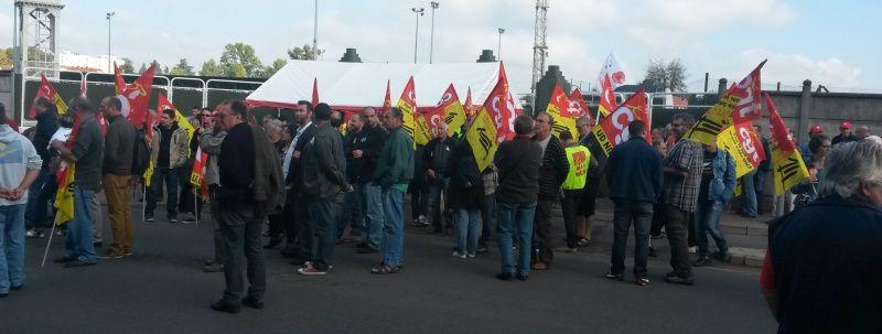 Le rassemblement avait lieu devant le technicentre de Nevers