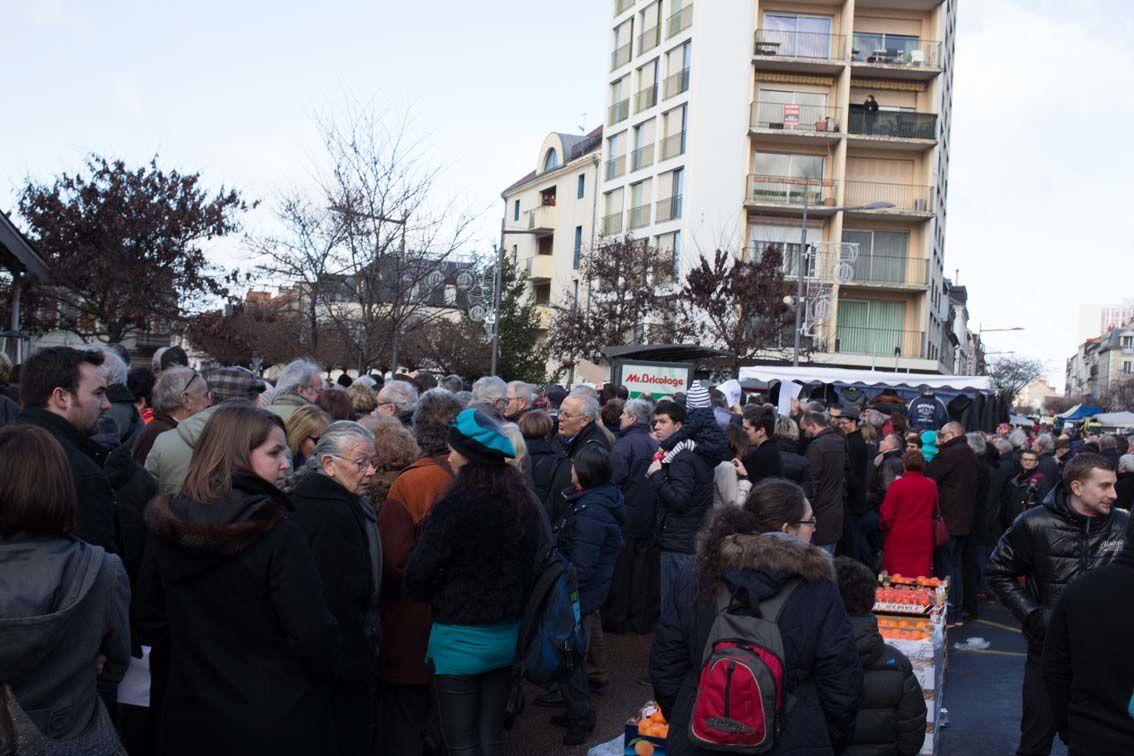 Rassemblement au Square Winston Churchill ce dimanche en mémoire des victimes des attentats perpetrés à Paris ces derniers jours. (Photos de Didier Ciancia). © Didier Ciancia, tous droits réservés.