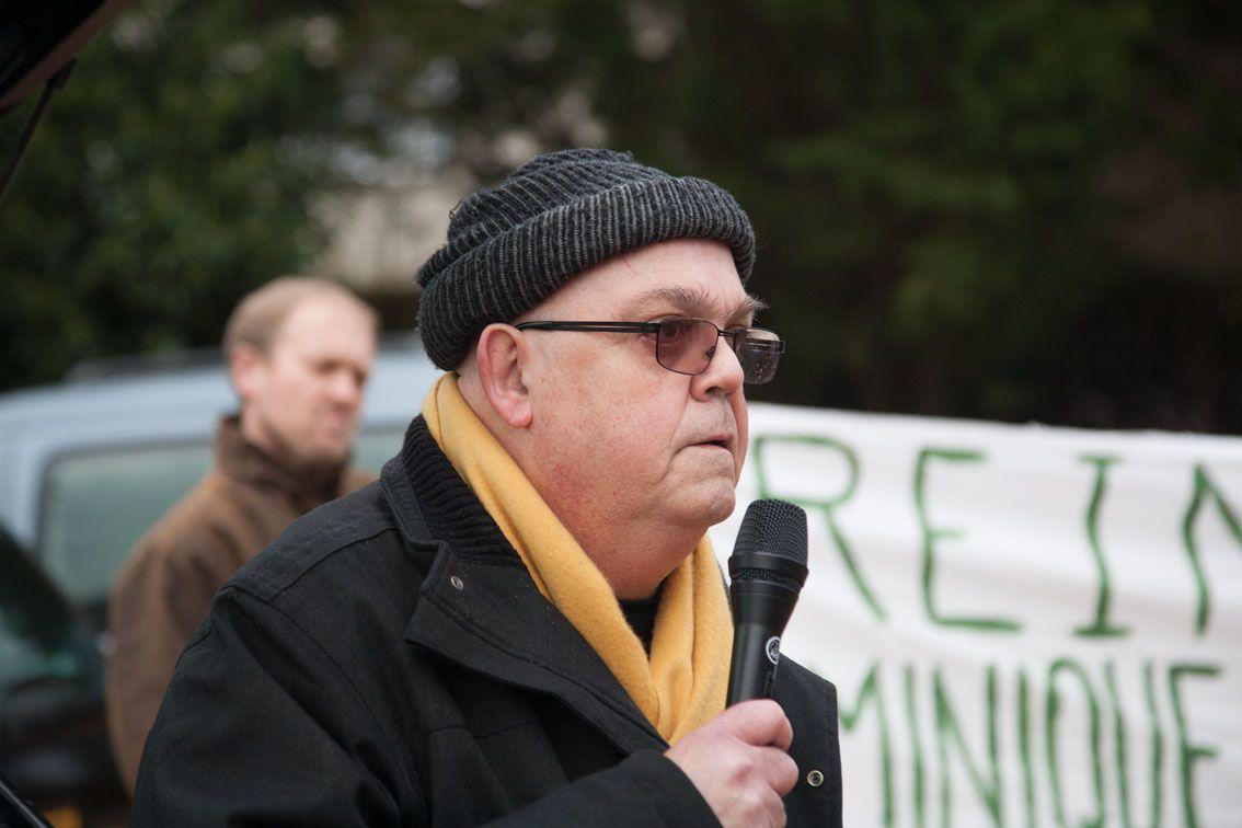 Au rassemblement devant la Mairie de lavault St Anne, les manifestants ont trouvé porte close.