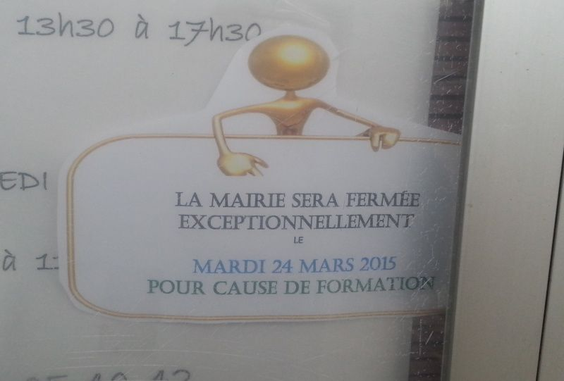 L'inscription surr la porte de la Mairie de Lavault St Anne