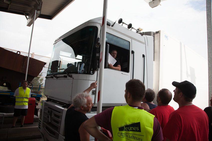 Filtrage et blocage des véhicules au péage de Montmarault