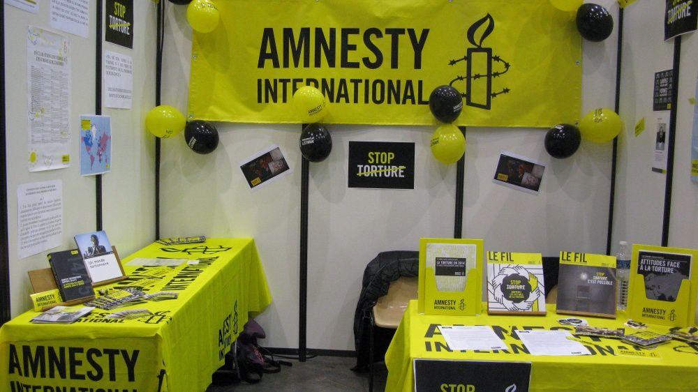 Le stand d'Amnesty au Forum