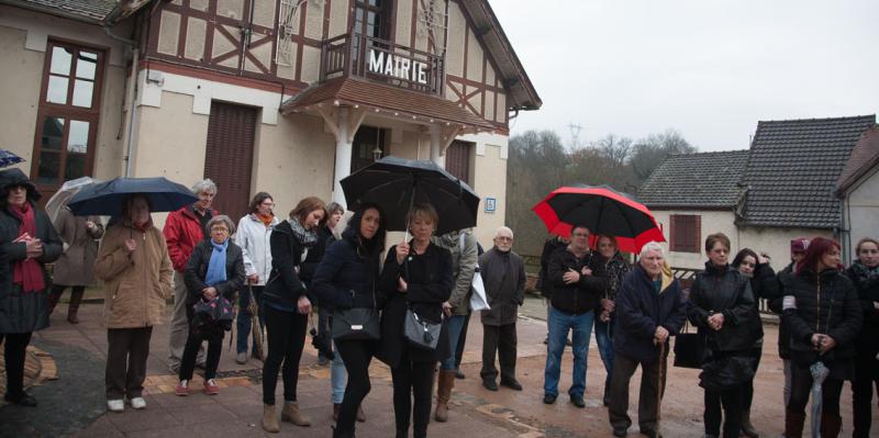 Photo d'archive (Rassemblement devant la Mairie de Lavault-Ste-Anne le 23 mars 2015)