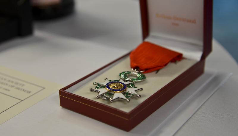 Une militante CGT de 94 ans refuse la médaille de Commandeur dans l'Ordre Nationale du Mérite