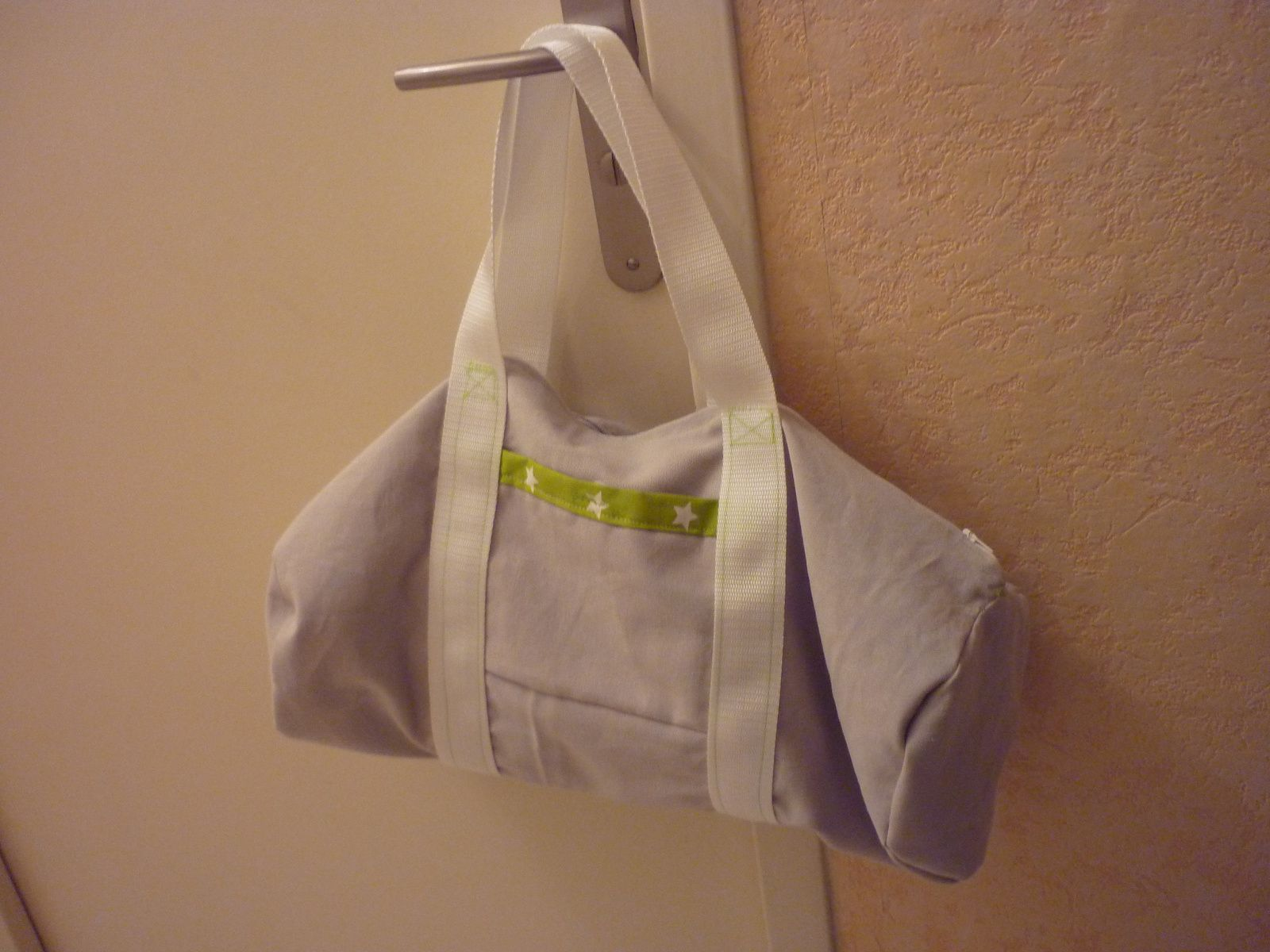 un sac polochon en couture