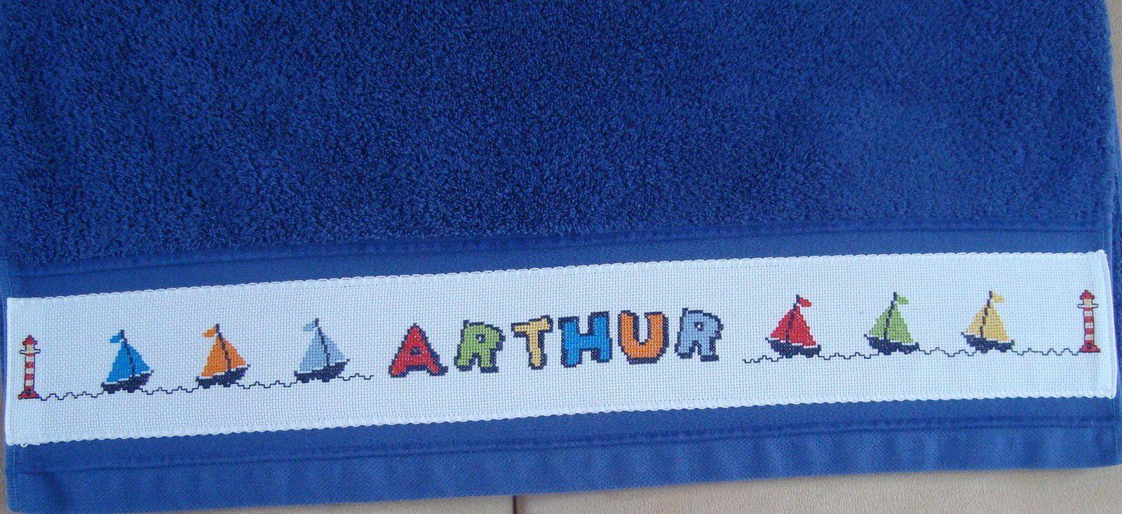 Une serviette de bain pour Arthur et un bavoir pour Camille