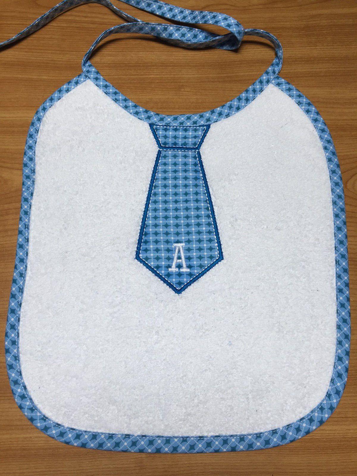 Broderie machine, un bavoir pour Arsène...jolie cravate &quot&#x3B;en appliqué&quot&#x3B;