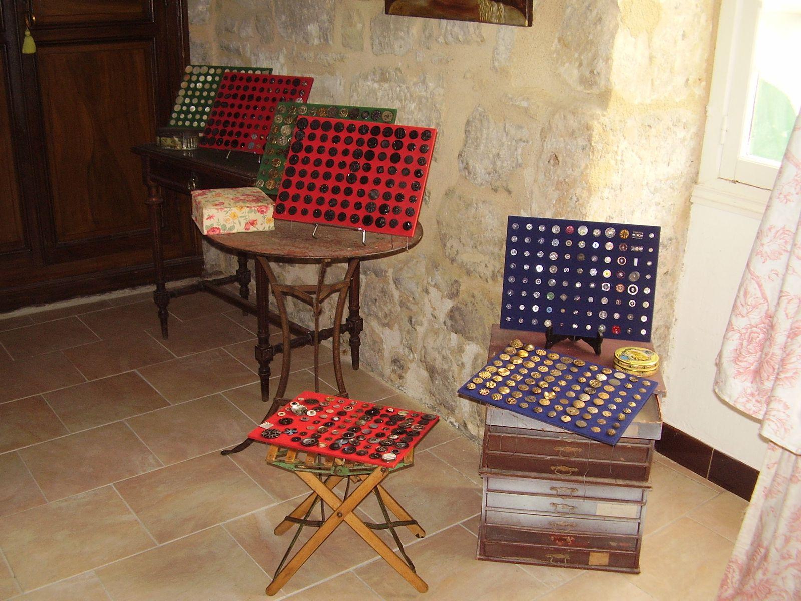 Exposition de boutons par Jocelyne Ménager