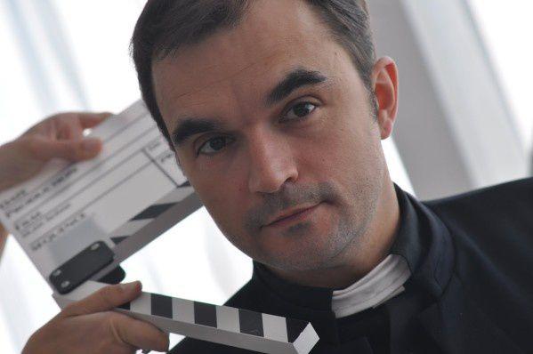 Philippe Calvario (le Prêtre) dans God Academy d'Elodie Derlyn