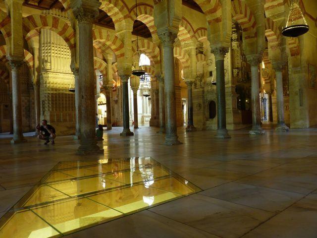 L'intérieur de la Mesquita.