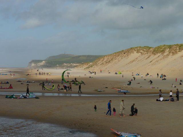 La plage de Wissant, plage qui se situe entre le cap blanc nez et le cap gris nez.