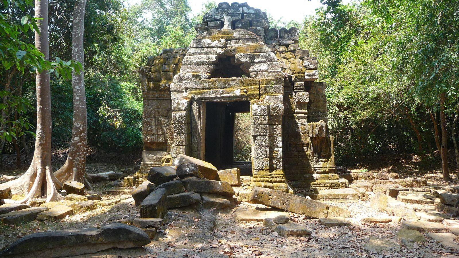 Après s'être un peu perdu dans la jungle, on arrive au Ta Nei, le petit temple isolé qu'on cherchait.