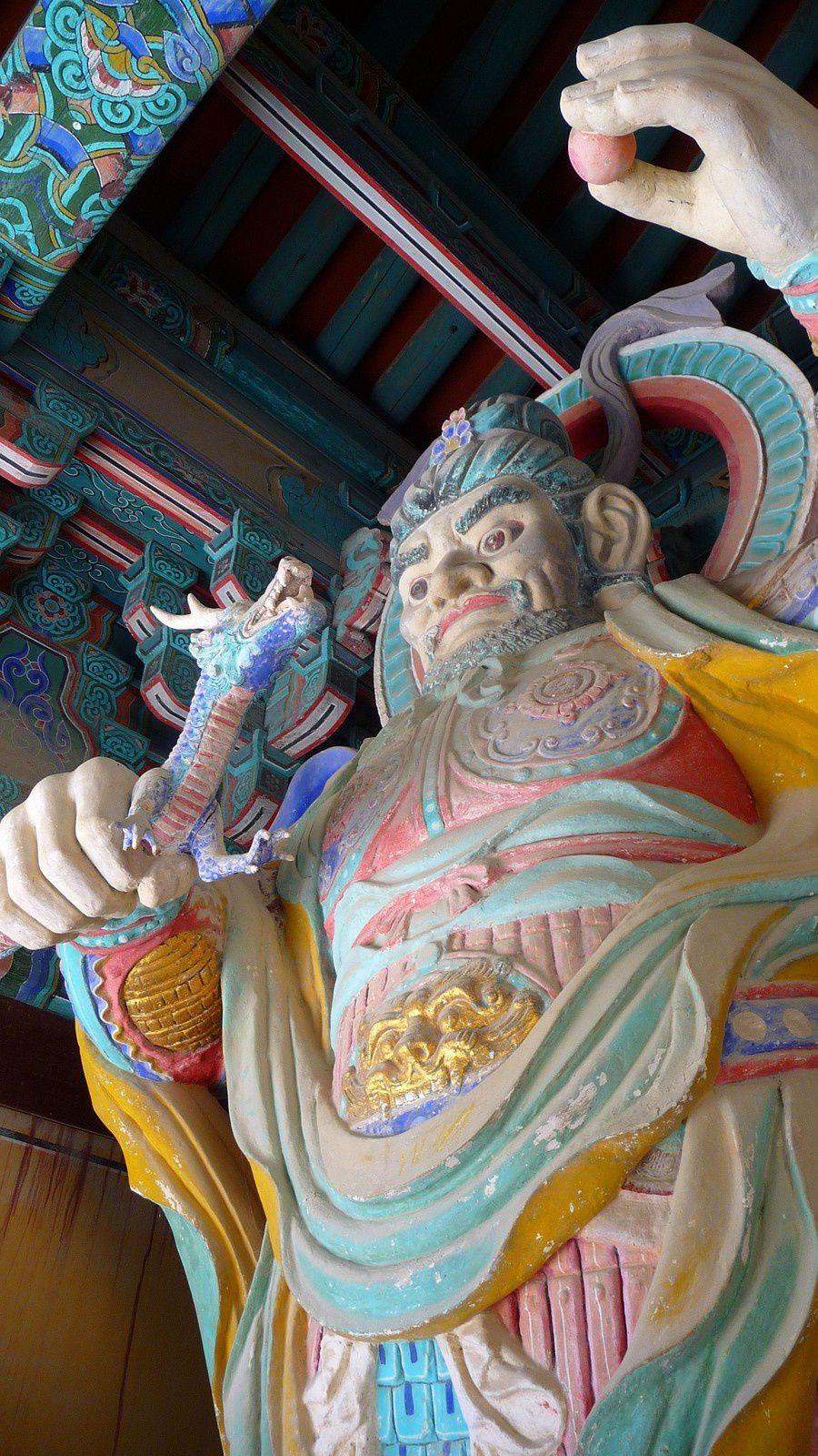 Traversée plus rapide que prévu, il reste pas mal de temps, direction l'est et le temple Bulguksa et son flot de touristes.