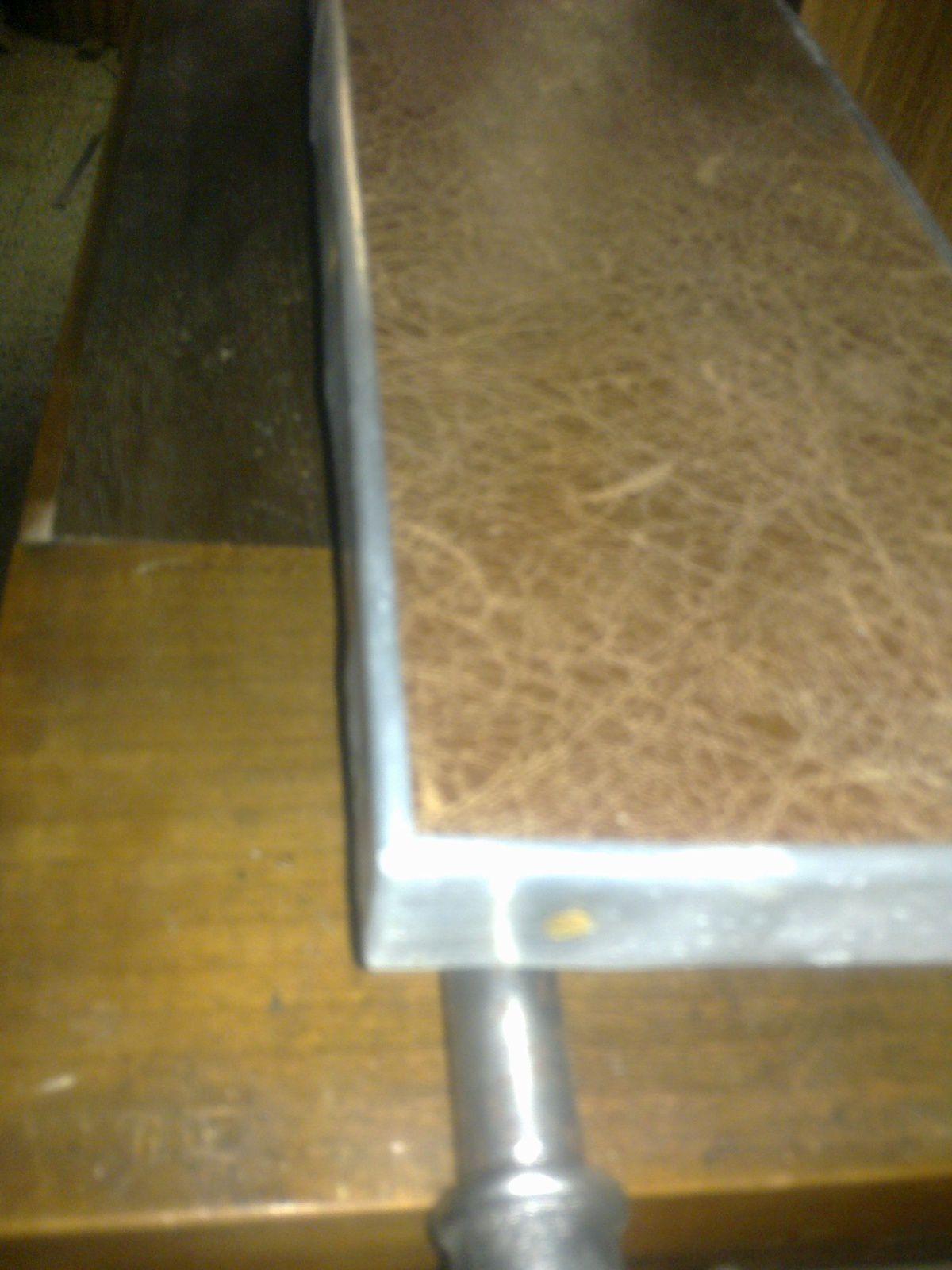 Du cuir,du zinc,du bois,de l'acier ... Voila une jolie pièce qui a trouvée ça place à l'Auberge de la Rose à Anet ( Eure et Loir )