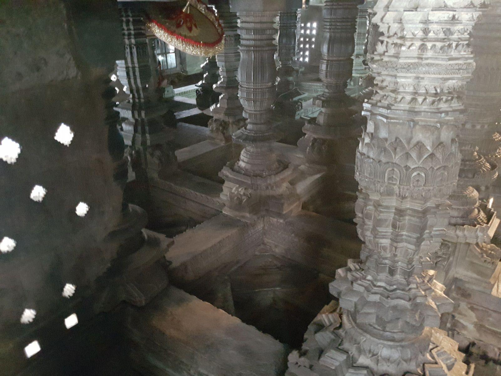 La dernière photo est une statuaire sur le pilier Mohini, de toute beauté mais je ne peux l'interpreter !!!