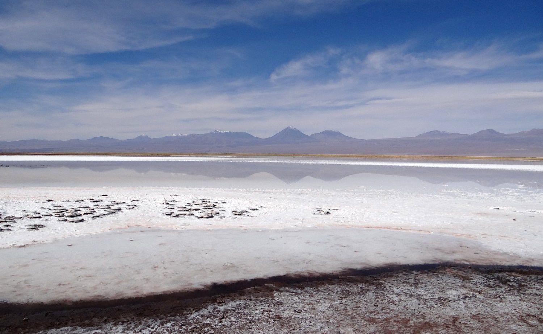 Tebenquiche avec la Cordillère des Andes en arrière plan (Photo : Eldesiertoflorido).