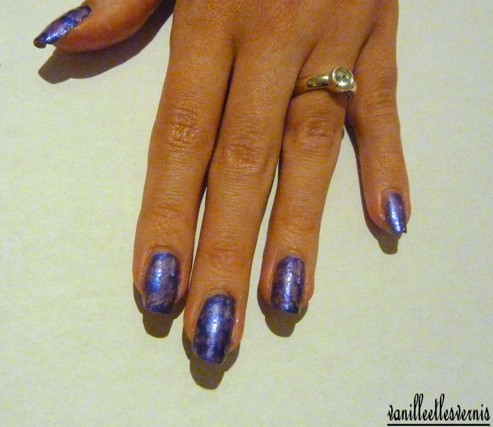 saran wrap nails en violet pour Anne