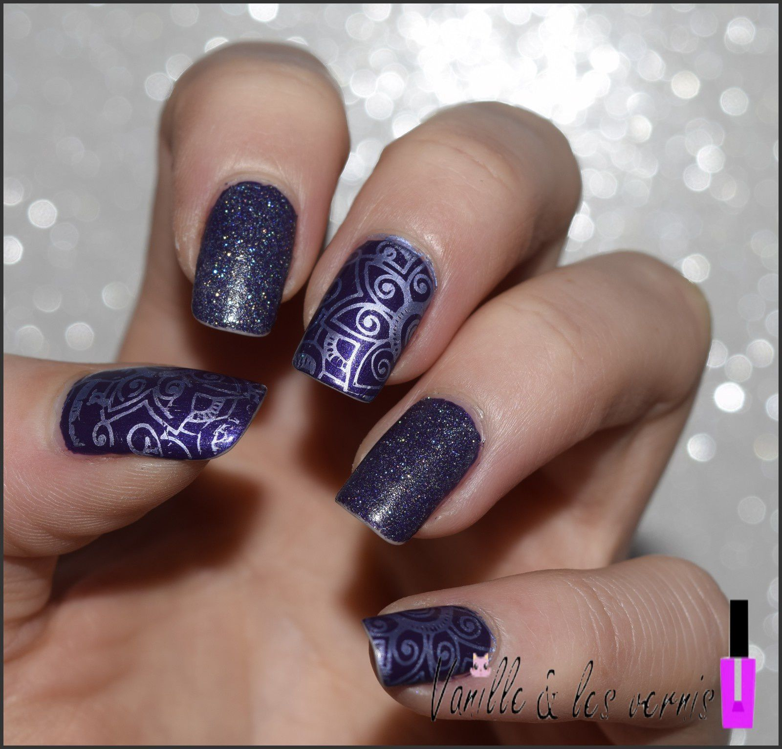 Stamping mirror en arabesques et paillettes