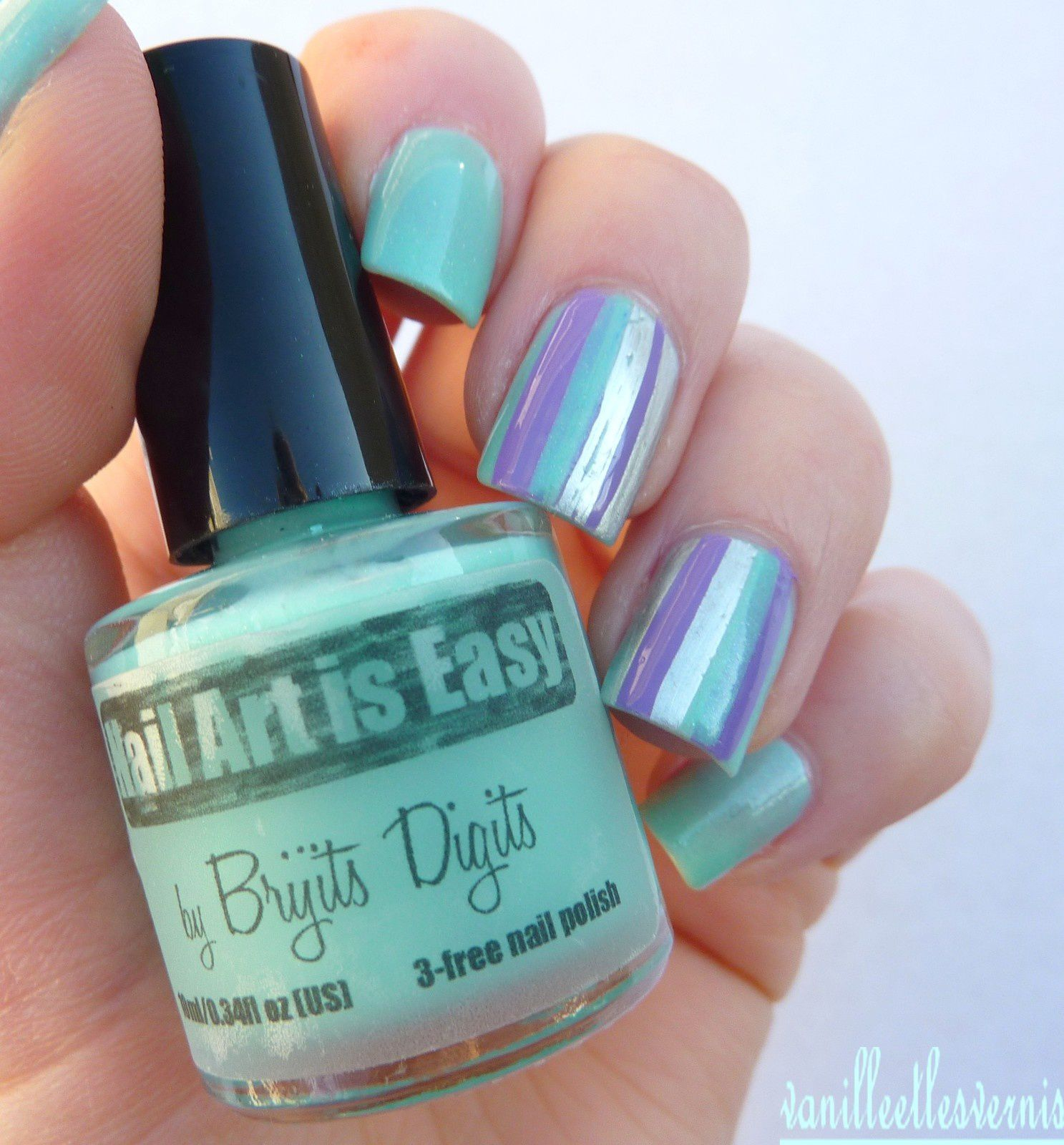 Des petites rayures pour Nail Art is Easy
