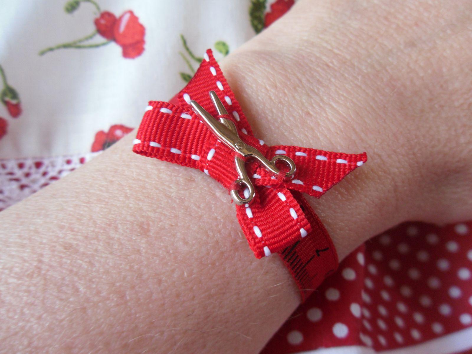un bracelet et un cabas