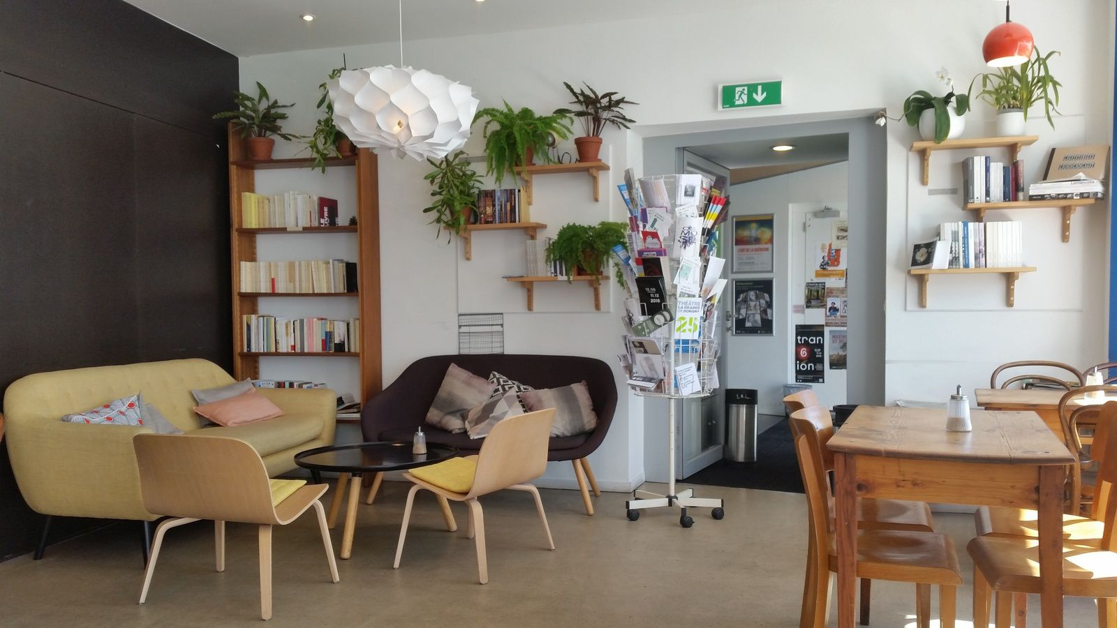 Un café littéraire sur les rives du lac