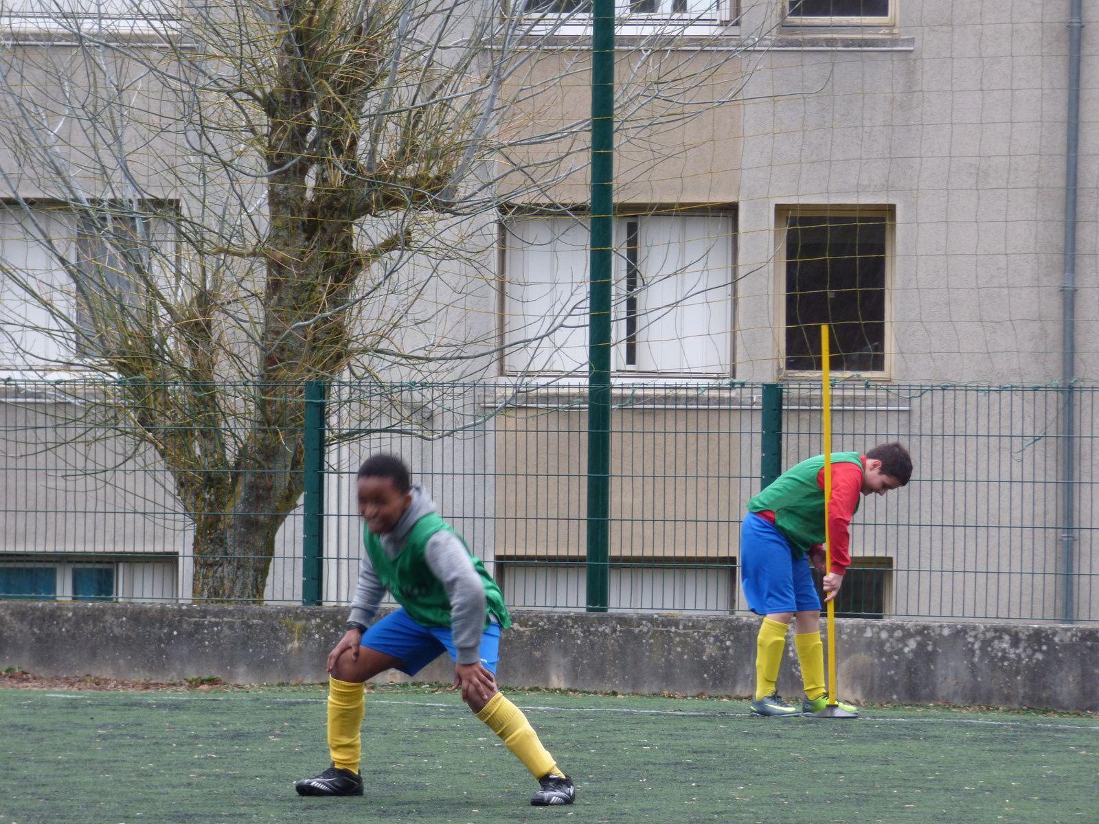 Vent, pluie, jeux de société et foot